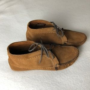 Women's 9.5 Minnetonka Brown Suede Ankle Boots